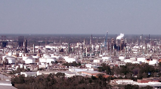 ExxonMobil oil refinery in Baton Rouge, Louisiana, USA. Photo Credit: Adbar, CC BY-SA.