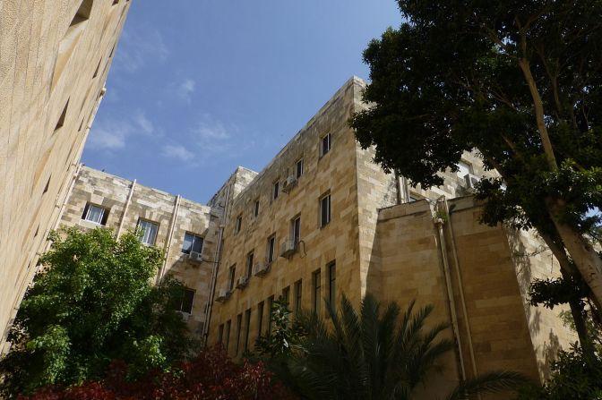 משחק אורות וצללים בעיריית חיפה