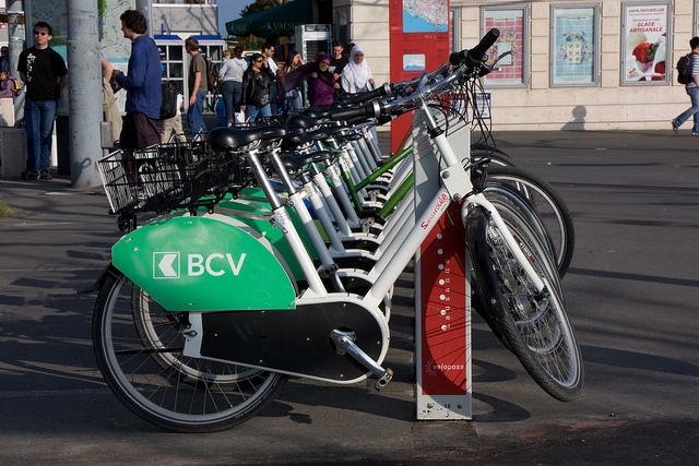 עמדה להשכרת אופניים בלוזאן, שוויץ Photo Credit: rodpedja, CC BY 2.0