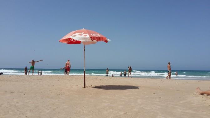 """""""חיים בחיפה"""" פועלת לכך שיהיו מצילים בחוף הים בשעות הערב. אלה השעות הכי טובות בים!"""