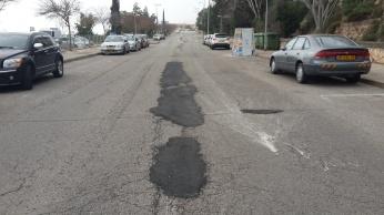 תיקוני הכביש שנעשו רק לאחרונה. חסר סימון נתיבים. ברחוב זה יש הנוהגים במהירויות מופרזות.